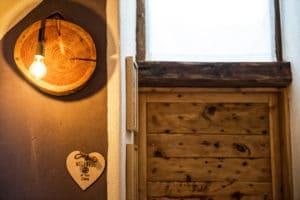 Applique e luci artigianali realizzate per Chalet Des Arts. Casa vacanze a Pragelato