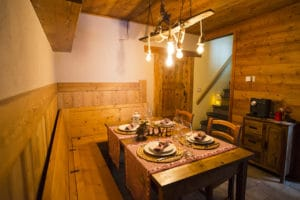 Table for 8 guests - Chalet rent apartment airbnb Pragelato - Setriere