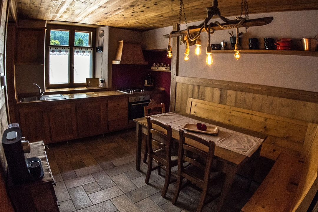 kitchen with mountain view in Pragelato - Via Lattea Sestriere - Torino